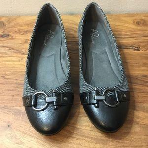 Aerosoles Black Ballet Flats Excellent Condition